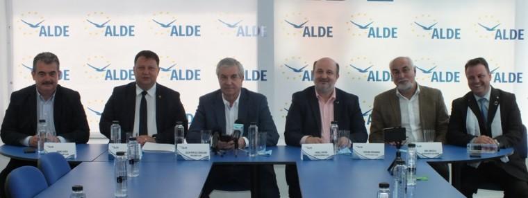 Calin Popescu Tariceanu: Nici nu confirm, nici nu infirm candidatura mea la alegerile prezidentiale